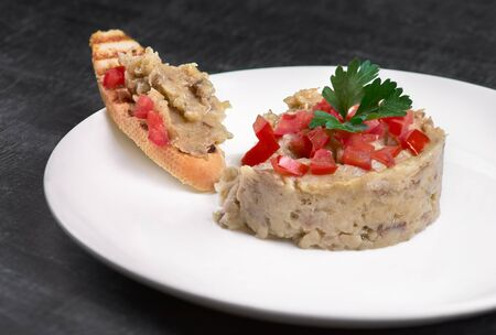 eggplant salad caviar with sandwiche on a plate en dark background. Restaurant, food menu, recipe, cafe concept. Free copy space for text. Top view, close-up. Russian, ukrainian food Banque d'images - 124898829