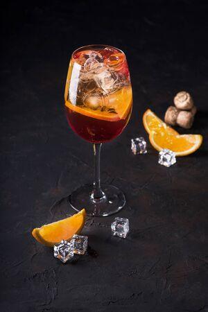 Stylish alcoholic aperol spritz trendy cocktail with orange slice on black background. Classic italian aperol Close up. Imagens