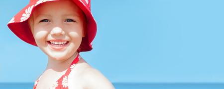tiddler: summer bunner child girl happy smile sea holidays Stock Photo