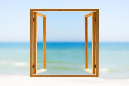 프레임 창 열기 목조 하늘 바다보기 배경 얕은 DOF 스톡 콘텐츠