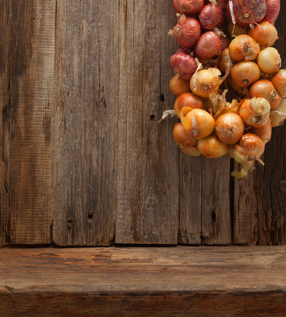 나무 테이블 벽 배경 양파 브런치