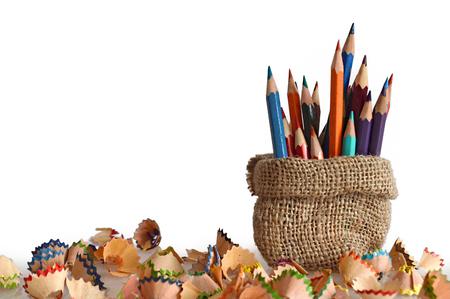 Crayons de couleur dans un sac en toile de jute Banque d'images - 60992231