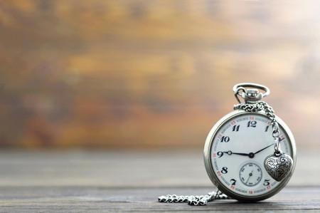 아버지의 날 선물 : 회중 시계와 하트 펜던트 스톡 콘텐츠
