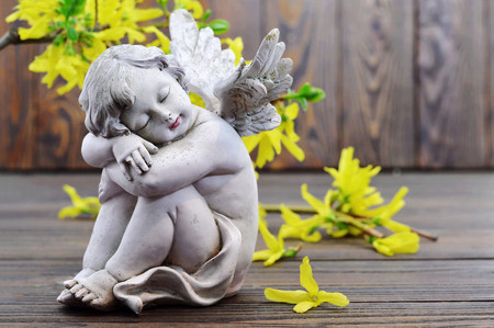 Angel guardian sleeping and spring flowers   Reklamní fotografie