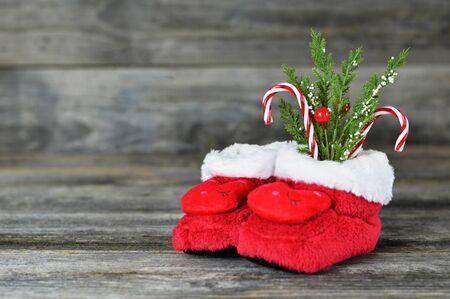 Soft red Christmas baby boots 版權商用圖片 - 134806315