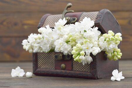 Lilac flowers in wooden vintage chest Zdjęcie Seryjne