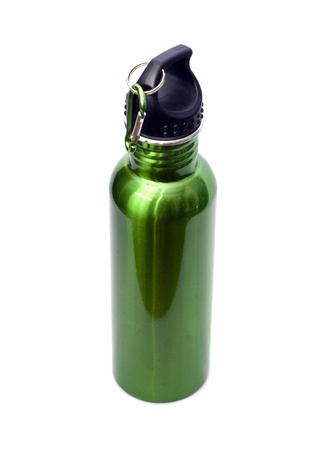 conservacion del agua: Una segura, reutilizable, verde, de acero inoxidable de acero botella de agua aislada sobre fondo blanco.