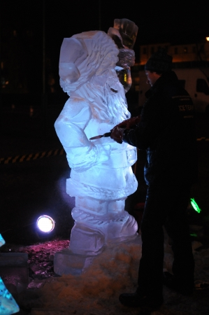 SIEDLCE, POLAND - DECEMBER 03  Ice Team artist creates an ice sculpture of Santa Claus on December 03, 2011 in Siedlce, Poland  Stock Photo - 16205434