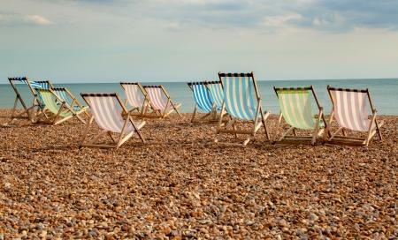 Chaises longues sur la plage de Brighton, Royaume-Uni