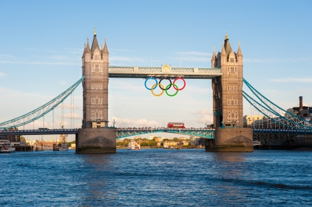 Tower Bridge a Londra con Olimpic Ring, UK