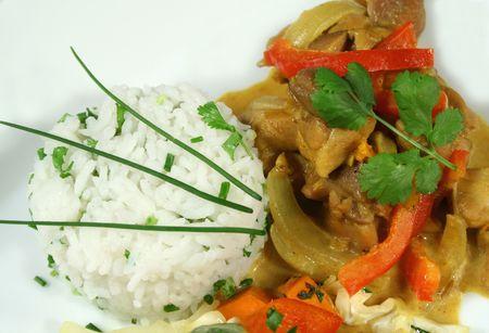 chuparse los dedos: Caliente de curry tailand�s con una empanada de la hierba de arroz.