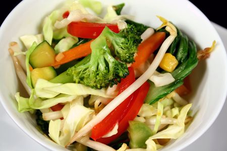chuparse los dedos: Asia agitar deliciosa fritura hortalizas listo para servir.