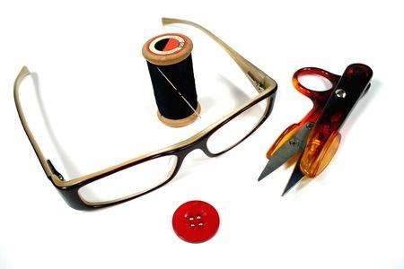 Todas las herramientas que una costurera requerirá para coser. Foto de archivo - 735354