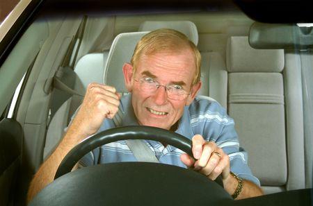 anger: Hombre de mediana edad pierde en una carretera rabia incidente.  Foto de archivo