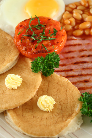 bacon baked beans: Breakfast of grilled bacon, tomato, egg, baked beans and pancakes.