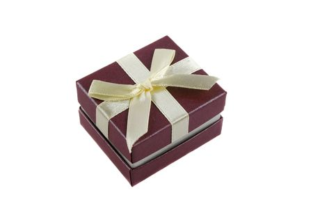 dearest: Delicate gift box with a bow for a ring.
