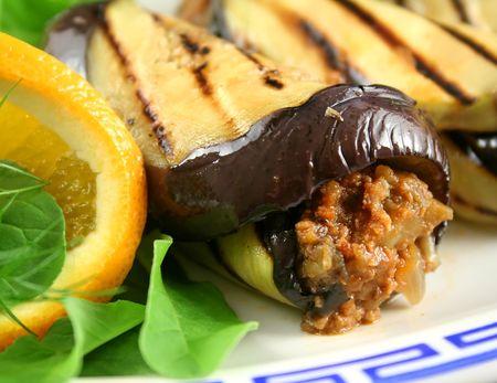 egg plant: Chargrilled planta de huevo y la carne de vacuno con rollos de naranja y una ensalada de hinojo.