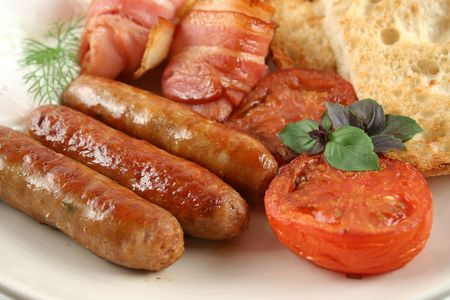 hash: Ploughmans big breakfast of sausages, bacon, eggs, hash browns, mushrooms and toast. Stock Photo