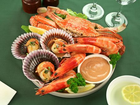 seafood platter: Fresh seafood platter of cooked shrimps, sand crab and pan fried scallops with coriander with thousand island dressing.