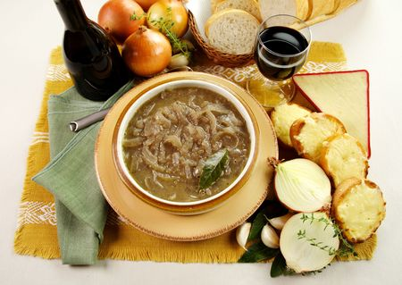 flavorful: French onion soup with cheese and cheddar rounds ready to serve. Stock Photo