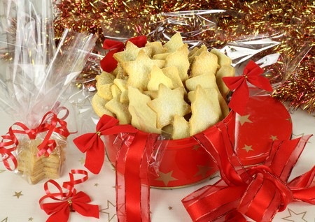 Delicious fresh baked Christmas shortbread wrapped in cellophane and in a Xmas tin. Stock Photo - 7354218