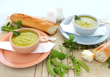 Delicious bowls of pea soup with fresh mint and crusty bread. Stock Photo - 9010444