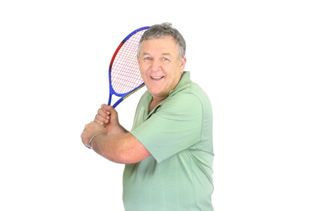 backhand: Hombre de mediana edad a punto de hacer un golpe de rev�s en el tenis. Foto de archivo
