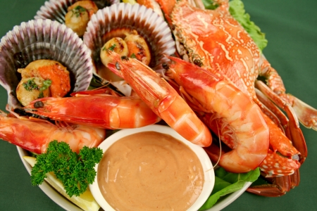 Fresh seafood platter of cooked shrimps, sand crab and pan fried scallops with coriander with Thousand Island Dressing