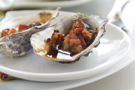 worcestershire: Delicious oysters kilpatrick with bacon and worcestershire sauce ready to serve  Stock Photo