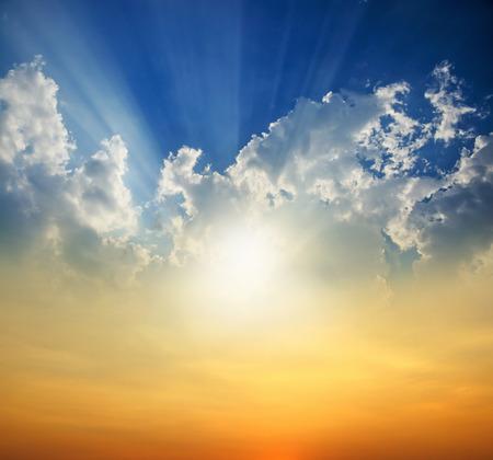 太陽光線と夕日