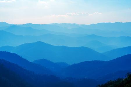夜のチェンマイ タイ山の青の色