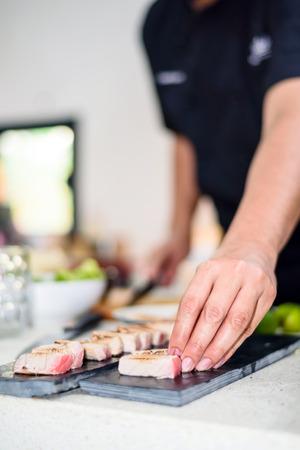シェフがキッチンで寿司の手 写真素材