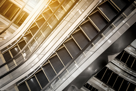 The multiple steps and directions of an escalator in the modern shopping mall with sunlight in morning Stockfoto