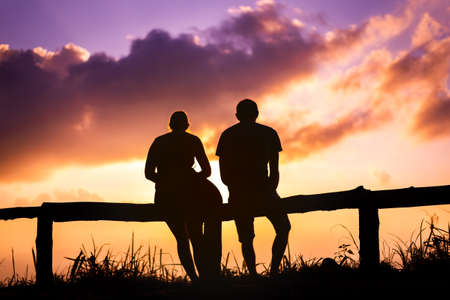 silhouette Couple lover with mountains landscape in beautiful sunset sky Stok Fotoğraf
