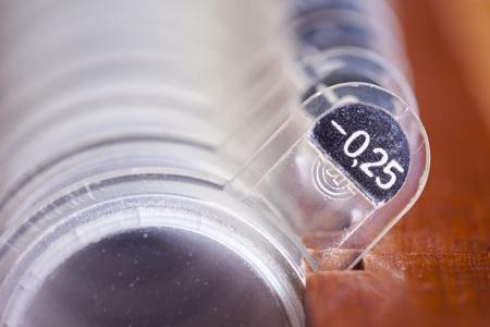 hyperopia: Closeup del classico apparecchiature oculistica al concetto optometrista