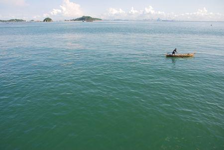 malay village: Pescador en el Mar 2