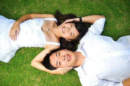 heiraten: Liebespaar In The Park Lizenzfreie Bilder
