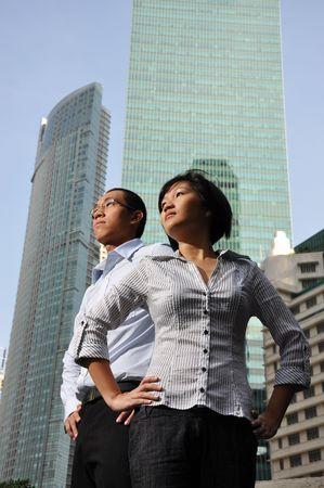 Smart Aziatische paar leiding geven den Stockfoto