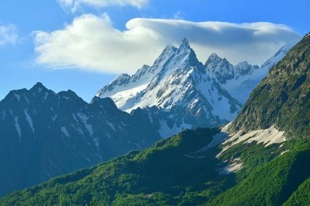 cocaina: Questo � il picco Ine nelle montagne del Caucaso in estate Archivio Fotografico