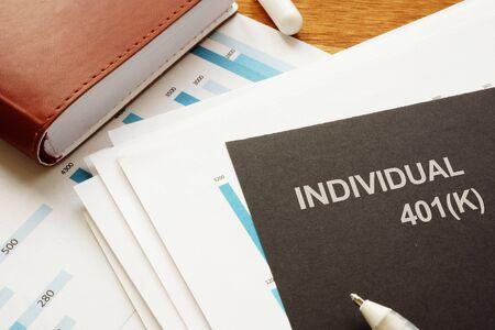 Schreibnotiz zeigt den Text Individual 401(k)