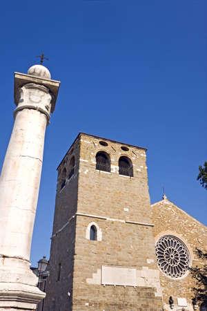 alabarda: Cattedrale romanica, sulla collina di Trieste