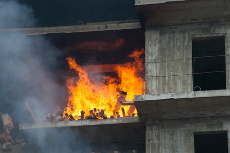 Fireman extinguish fire in homes and buildings Imagens