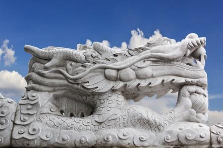statue de dragon sur fond de ciel Banque d'images
