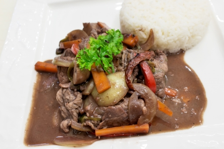 Rice with beef and red wine sauce
