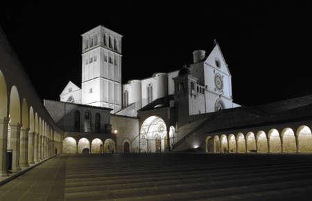 francesco: night shot of piazza san francesco assisi