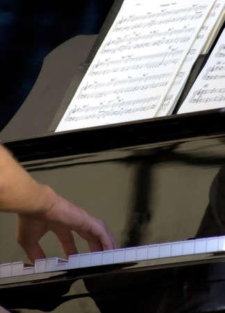 joueur de piano: pianiste sur sc�ne durant le festival de jazz