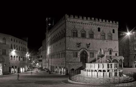 priori: notte tiro di Fontana Maggiore e il Palazzo dei Priori, Perugia, Italia