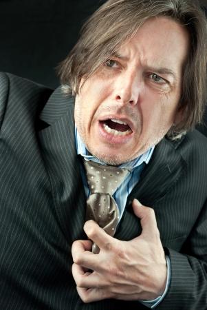infarto: Primer plano de un hombre de negocios experimentado un ataque al coraz�n