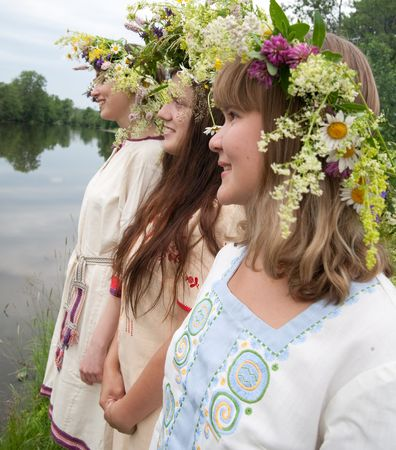 teener: Three girls in camomile chaplet and traditional clothes