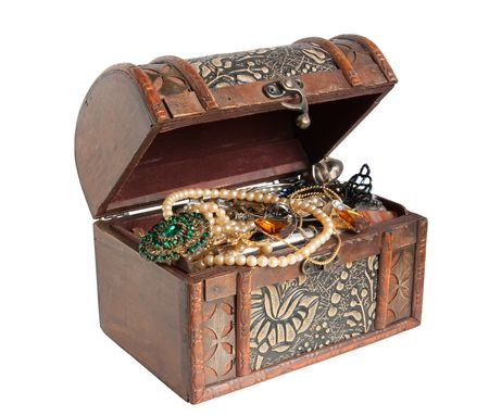 jewel case: Wooden treasure chest with valuables, isolated over white background